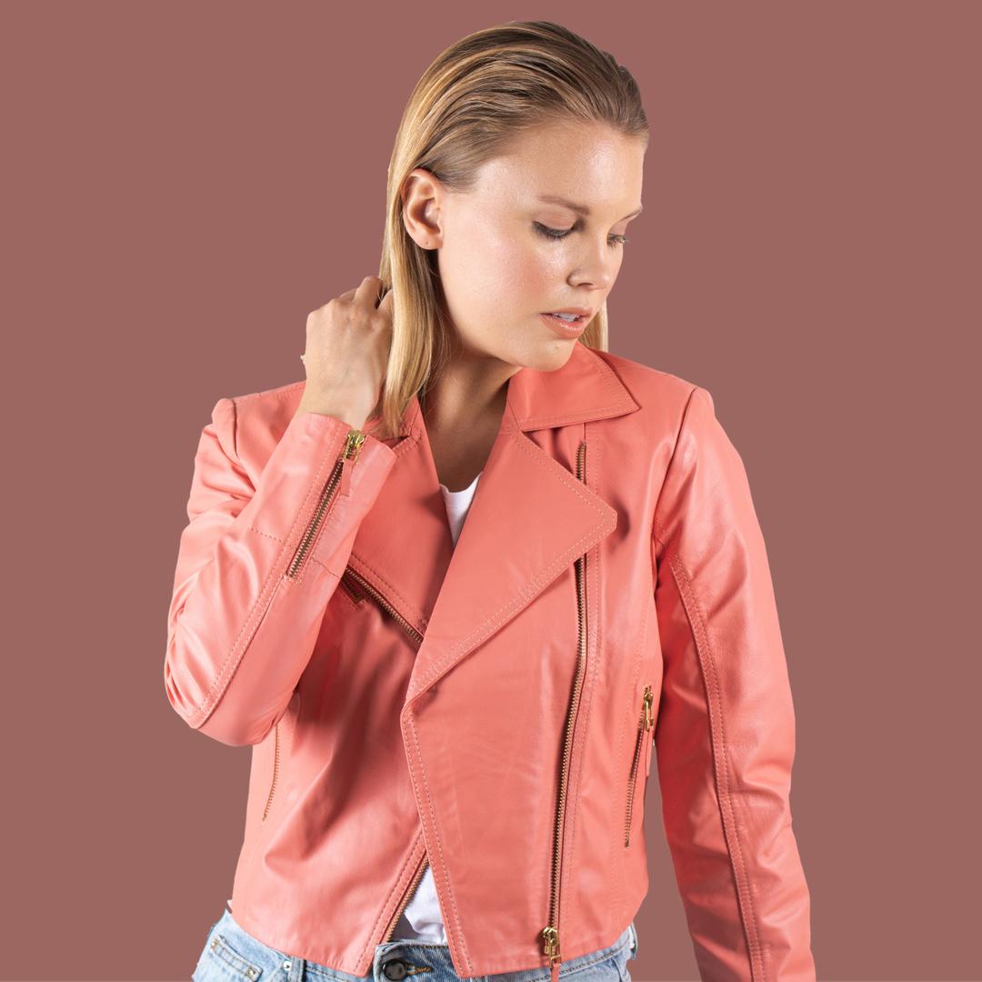 Renove seu closet com jaquetas de couro a preços especiais. Conheça nossa categoria OUTLET. ⠀ Shop now >> www.kalline.com.br << ⠀ . ⠀ . ⠀ . ⠀ #amamoscouro #jaquetadecouro #outlet